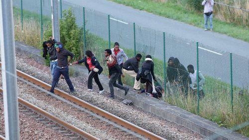 Around 1700 migrants attempt to break into Eurotunnel