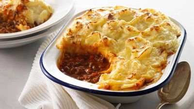 "Recipe: <a href=""http://kitchen.nine.com.au/2016/05/17/11/33/shepherds-pie"" target=""_top"">Shepherd's pie</a>"