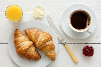 <strong>Croissants and juice (25 grams of sugar)</strong>