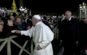 Pope Francis apologises after smacking woman's hand to free himself from her grip