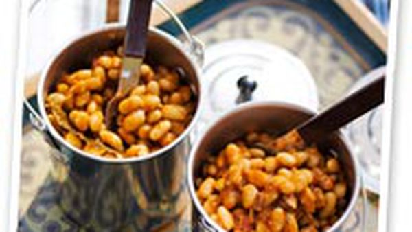 Beans with smoky bacon and maple syrup