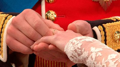 "The royal wedding bands contain Welsh gold.<span style=""white-space: pre;"">	</span>"