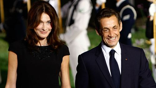 Nicolas Sarkozy (R) arrives with his wife Carla Bruni Sarkozy to the welcoming dinner for G-20 leaders