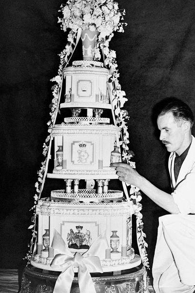 Princess Elizabeth and Prince Phillip's wedding cake