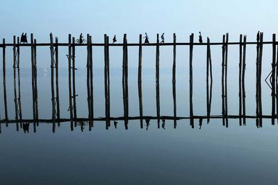 Commuters crossing the U-Bein Bridge on Taungthaman Lake, near Amarapura (Myanmar, 2014).