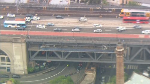 Commuters are being urged to avoid the bridge. (9NEWS)