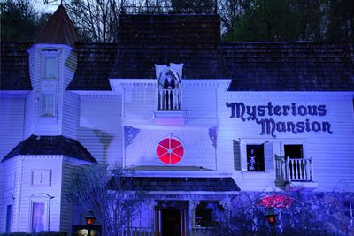 <strong>4. Mysterious Mansion -Gatilinburg, Tennessee</strong>