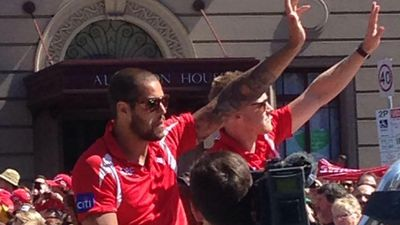 Buddy Franklin and Dan Hannebery wave to fans. (9NEWS)