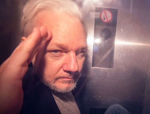 Julian Assange: London court holds hearing on extradition