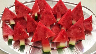 "Recipe: <a href=""https://kitchen.nine.com.au/2016/12/20/09/33/watermelon-christmas-trees"" target=""_top"">Watermelon Christmas trees</a>"