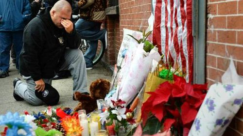 New York gunman urged bystanders to watch police killings