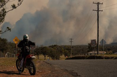 Smoke from bushfires in the Wallabi Point area fills the sky over Diamond Beach in 2019. Photo: Kate Geraghty/SMH