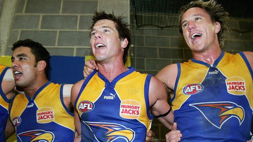 Cousins (centre) won the 2005 Brownlow Medal. (AAP)