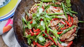 Steak and green bean stir-fry with ginger and garlic