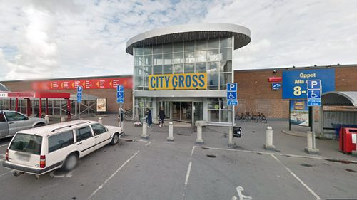 Gunman on the loose following reported shooting in Swedish shopping centre