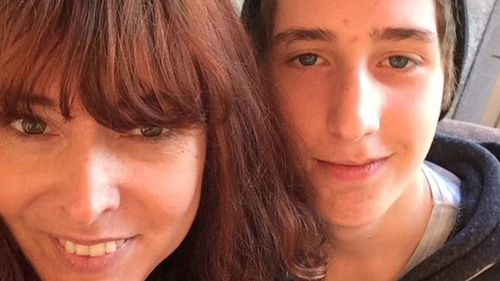 Determined aunt tracked down and meet missing Melbourne teen