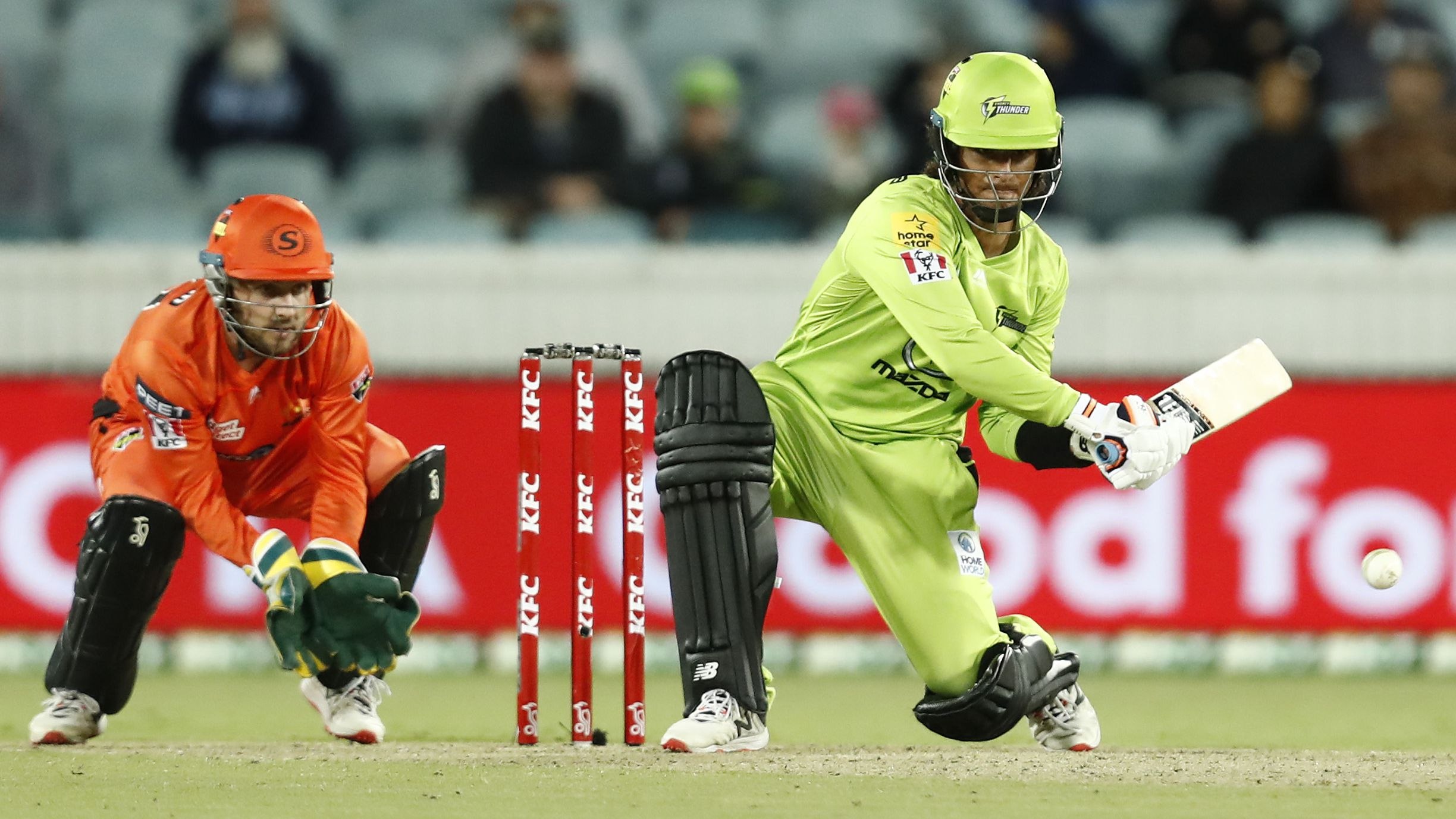 Master and apprentice light up Manuka Oval as Sydney Thunder cruise home against Perth Scorchers