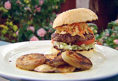 American burger with chilli potatoes