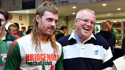 Scott Morrison gets the endorsement of a mulleted Tasmanian.