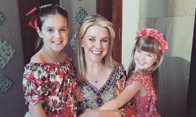 Lauren Newton with daughters