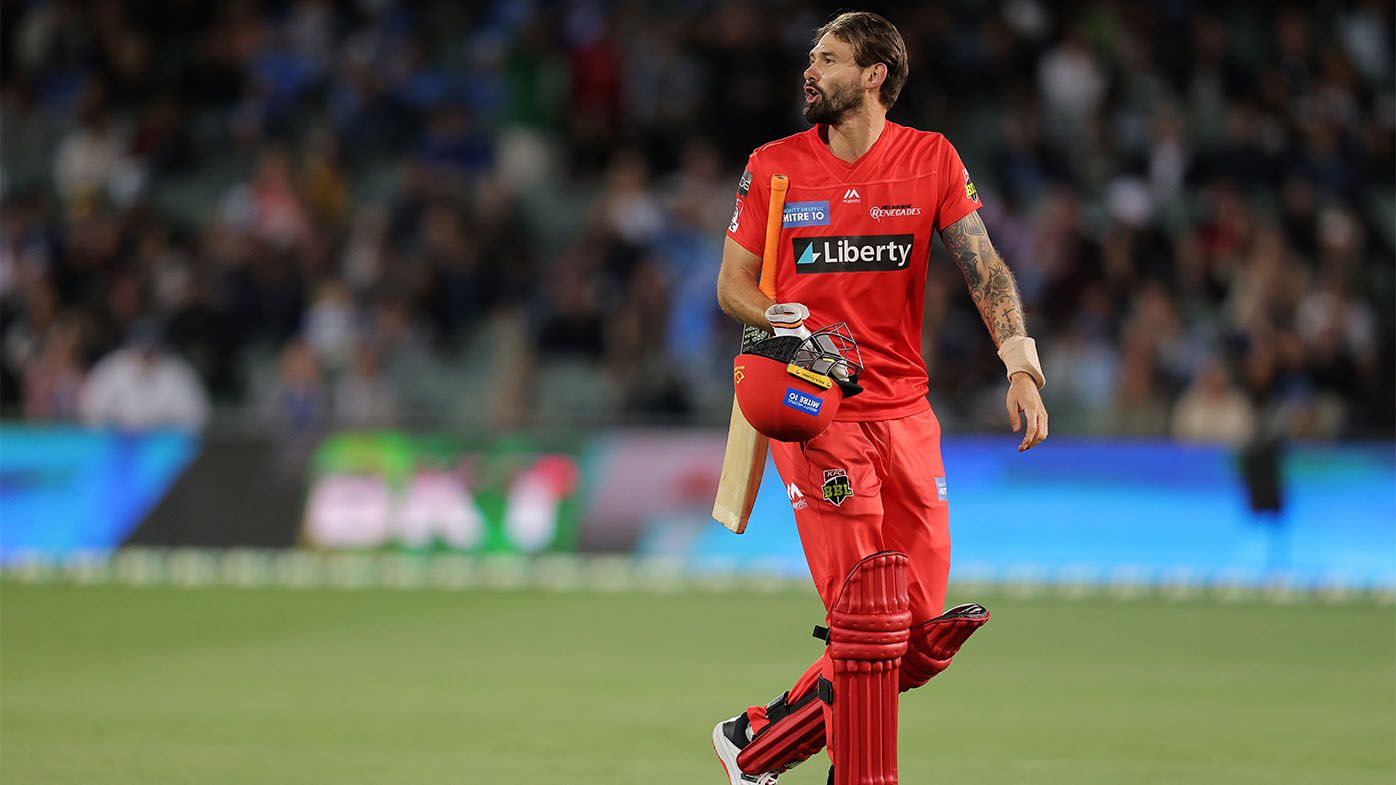 'Hot under the collar': Tensions boil over in BBL10 clash between Adelaide Strikers, Melbourne Renegades at Adelaide Oval