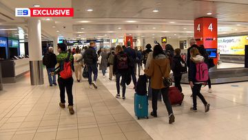 Melbourne plane passengers allowed to leave Sydney Airport without health tests