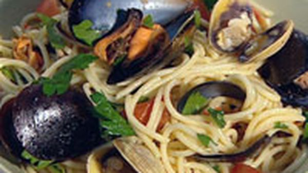 Spaghetti with mussels & clams