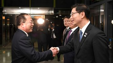 South Korean Vice Unification Minister Chun Hae-sung, right, shakes hands with the head of North Korean delegation Jon Jong Su after a meeting at Panmunjom. (AAP)