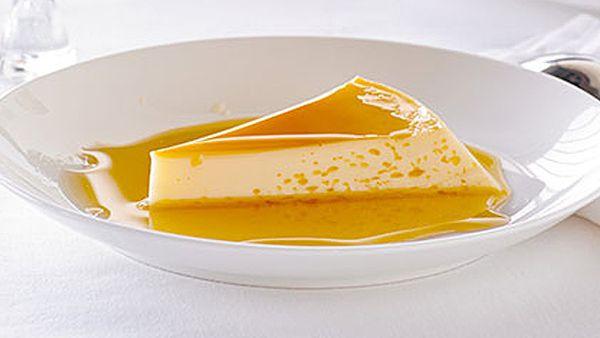 Microwave-made crème caramel