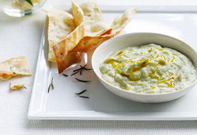 Artichoke dip with salt and rosemary crispbread