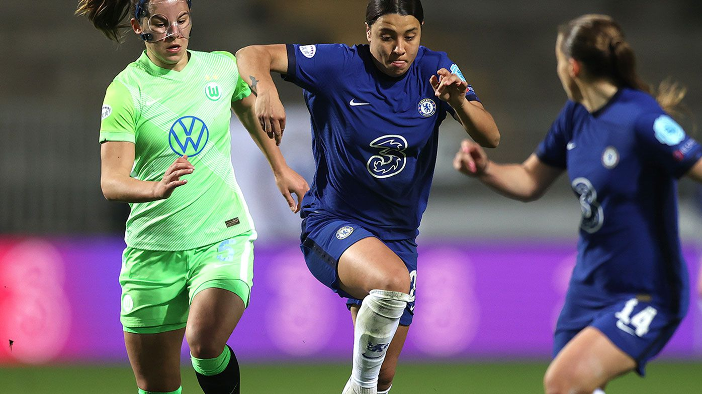 Sam Kerr of Chelsea runs with the ball whilst under pressure from Lena Oberdorf of VfL Wolfsburg during the First Leg of the UEFA Women's Champions League Quarter Final match.