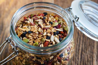 <strong>Homemade Granola</strong>