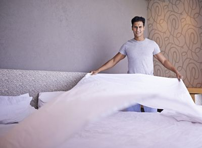 <strong>Making the bed - 17 calories in 15 minutes</strong>
