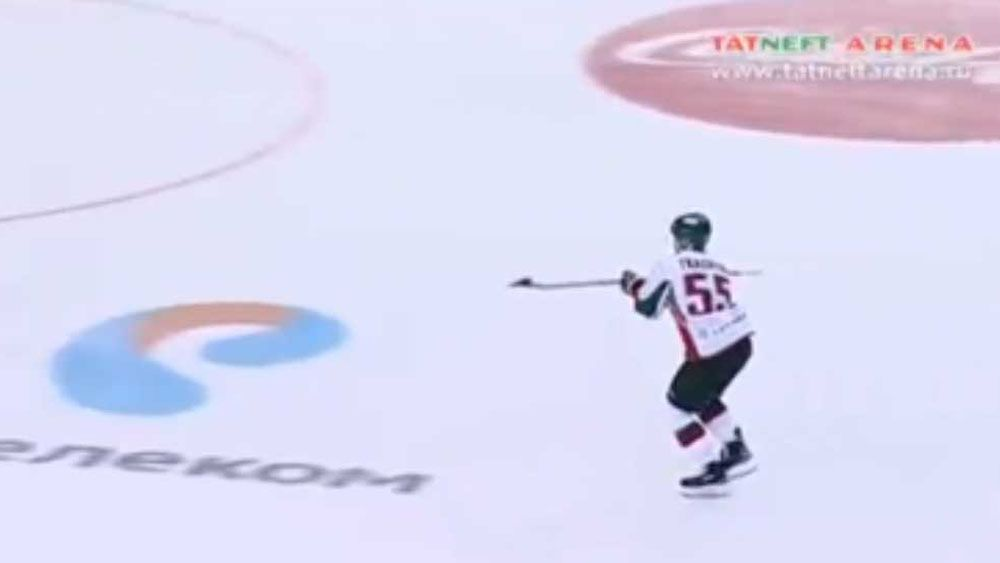 Russian hockey player shows javelin skills