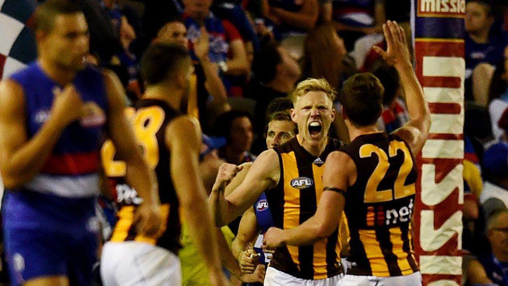 Hawks sneak AFL classic over Bulldogs