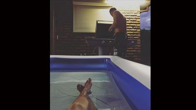 This Sydney woman found a cool place to wait in the kiddy pool while her husband cooked steak for dinner on the BBQ. (Photo: Instagram, Giggleberry)