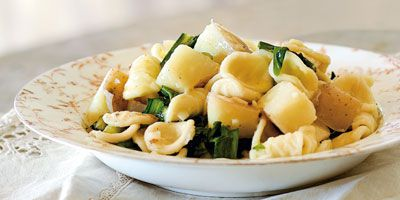 Orecchiette with potatoes, garlic and chicory