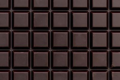 Dark chocolate: 176mg per 100g