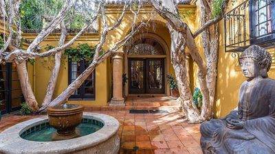 <strong>Kendall Jenner's new Beverly Hills home</strong>