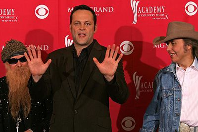 Vince Vaughn is missing the top of his right thumb. He lost half his digit in a car crash when he was 17.
