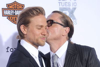 Cu-uuuute! Charlie getting a kiss from series creator Kurt Sutter.