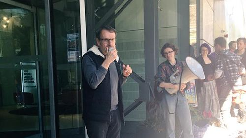 Greens NSW MP John Kaye spoke at the peaceful protest saying government interference in the matter was unnecessary. (Twitter/ @DenSheSaid)