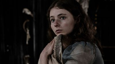 Thomasin McKenzie plays Mary Hearn