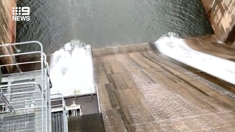 Hundreds flee 'life-threatening' record floods in Australia