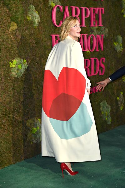 Cate Blanchett shows off her unique cape by Stella McCartney at the 2018 Green Carpet Awards.