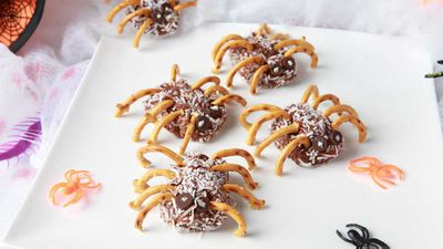 "Recipe:&nbsp;<a href=""http://kitchen.nine.com.au/2016/10/31/00/06/scary-spiders"" target=""_top"">Scary Spiders</a>"