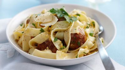 "Recipe:&nbsp;<a href=""http://kitchen.nine.com.au/2016/05/16/18/09/easy-pasta-carbonara-with-meatballs"" target=""_top"" draggable=""false"">Easy pasta carbonara with meatballs</a>"