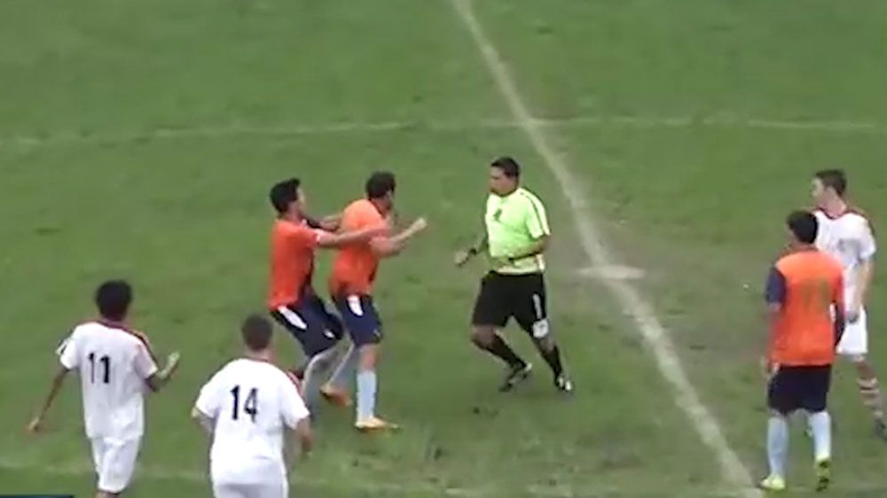 Football referee fights back after being attacked by unruly player in Argentina's Copa Santa Fe