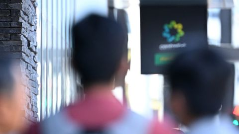 Peopler queue to enter Centrelink on March 24, 2020 in Melbourne, Australia.
