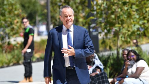 Bill Shorten arrives to tour the South Australian Health and Medical Research Institute in Adelaide today. (Image: AAP)